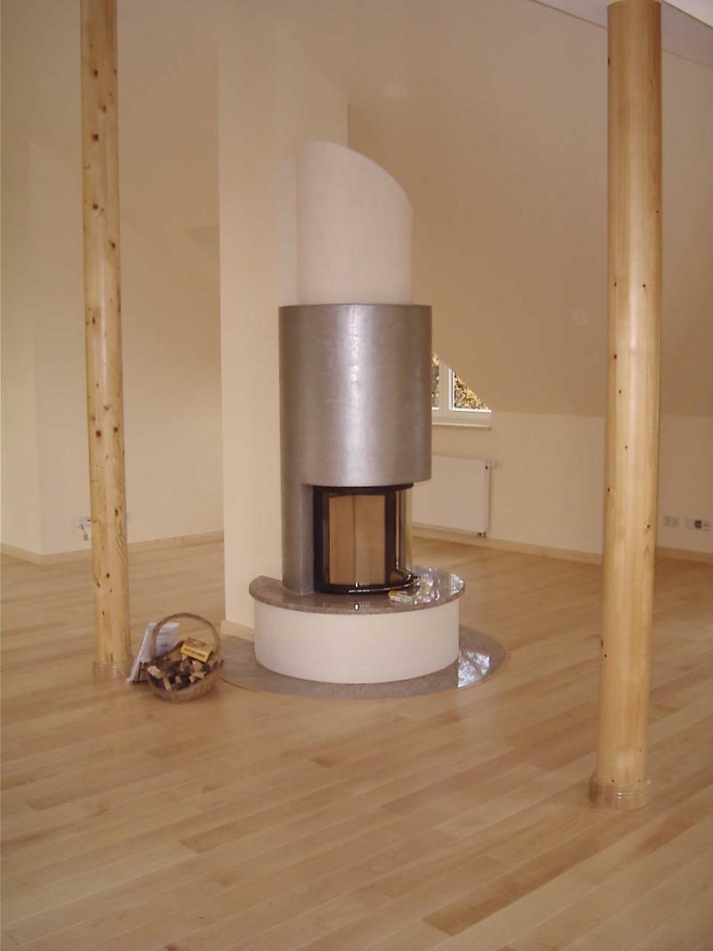 Moderne Kaminanlage mit 180 Grad Sichtscheibe
